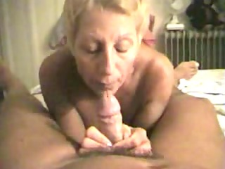 experienced woman sucks her mans cock