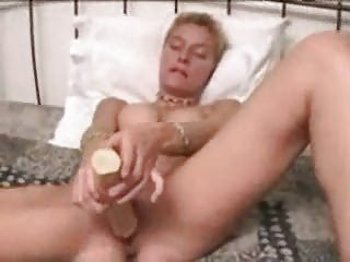 amateur small hair woman dildo masturbation solo