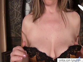 grownup milf makes her kitty white cream