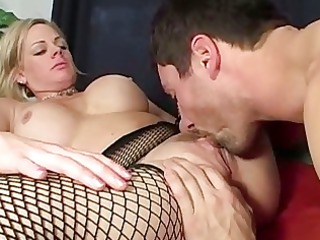 babe enjoys to give rimjobs