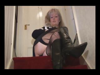 grown-up desperate blonde girl into pantyhose and