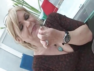 sexy grown-up slut kelly leigh strips beautiful