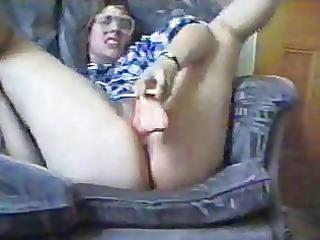 lady wit giant bottom goes busty wit dildo..