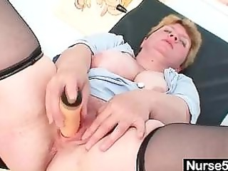 unpretty plump older vibrators herself with gyno