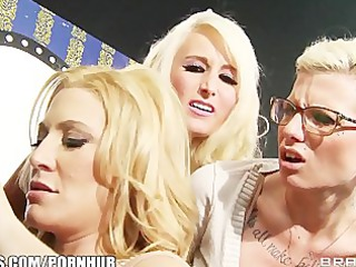 bigtit blond girl jennifer super sucks cock on a