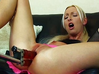 flexible blonde woman obtains dual penetrated by