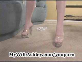 amateur housewife cums hard