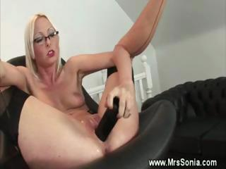 cougar associate takes her pussy toyed