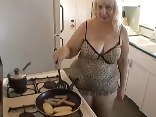 mature babe sweet cooking time!
