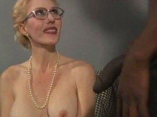 desperate blonde lady takes her dark libido enjoy