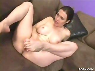 flirty woman mae vonda wraps her labium around