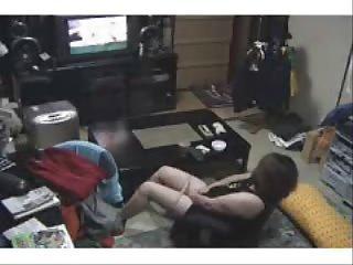 oh la la. woman masturbating watching a porno !
