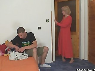 mominlaw rides him and housewife comes in