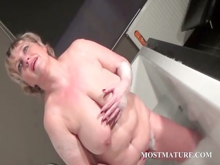 ancient bitch dildoes snatch into bathtub
