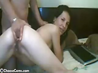 webcam girl gets anal fisted