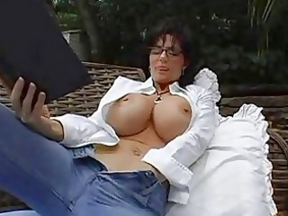 bigtits grown-up babe brunette inside glasses