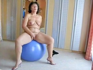 plump mature slut on her green ball