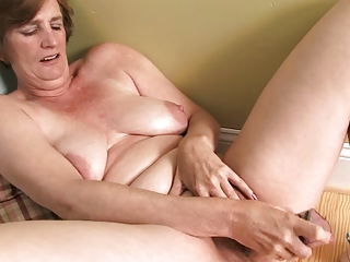 ray leah mature dildo masturbation
