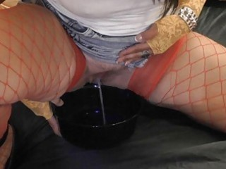 slut lady enjoys naughty piss games
