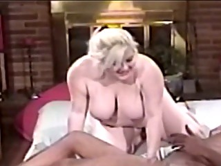 plump mature babe blonde blowing large ebony dick