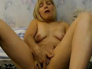 lady wears brief in her cooch
