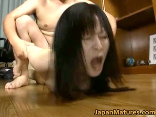 japanese cougar chick enjoys masturbation