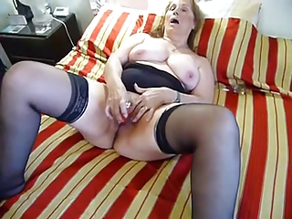 older plump pushing dildo on bunk