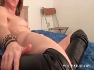 pussy masturbation with hot elderly
