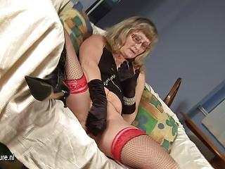 mature cunt masturbating with herself