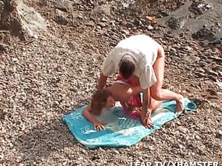 mature babe sodomisee entre les rochers par son