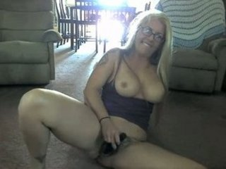 bushy cave milf on webcam