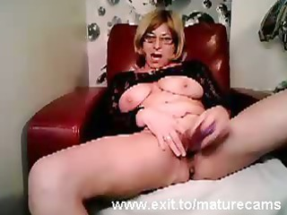 cougar babe taylor playing and cumming on webcam