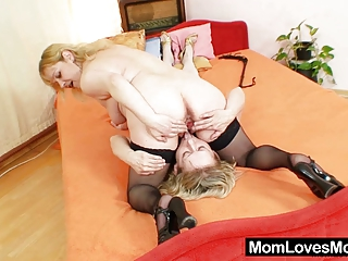 amateur women fucking every various with a dildo
