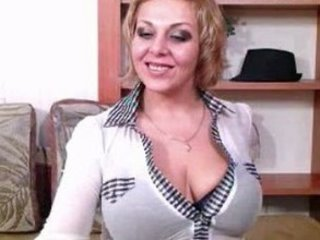 squirting cougar lady with big breast