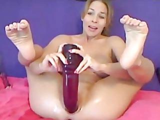 super milf inserts an giant vibrator inside her
