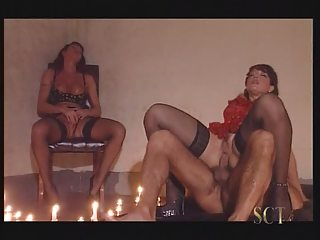 italian cougar anal-who is she