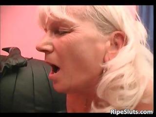 desperate blonde mature whore acquires her stinky